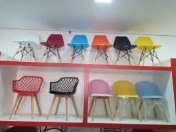 Título do anúncio: Cadeiras em Polipropileno Plastico Eames Charles eiffel