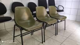 Cadeira reformada de espera