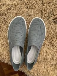 Tênis crocs social