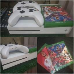 Xbox One - praticamente novo. Sem uso