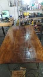 Mesa com base de metalon e tampo de cedrinho
