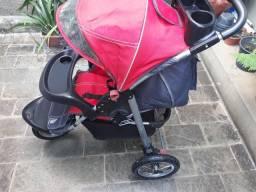 Vendo carrinho de bebê marca Dican muito novo