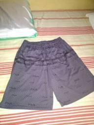 Vendo shorts jeans masculina, camisas masculinas e calças e macaquinho jeans feminina