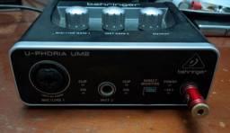 Interface de áudio Behringer um2