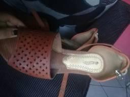 Vendo uma sandália