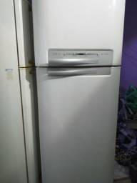Vendo geladeira dúplex frost free 460 litros