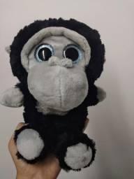 Lindo gorila de olhos brilhantes novo