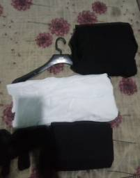 Um exelente blazer preto uma nobre vestimenta