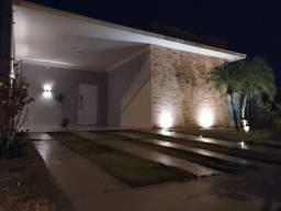 Casa Térrea - Condomínio - 3 Suítes
