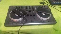Controladora mixtrak e HD externo de 500 ja com 27.345 musica