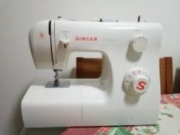 Máquina de Costura Singer Tradition 2250 220v