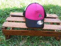 Boné Lacoste rosa com tela preta