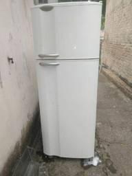 Geladeira 110w 437 litros