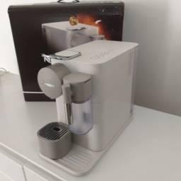 Título do anúncio: Nespresso Lattissima One F111 | Perfeito estado!
