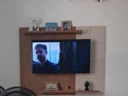 Rack semi novo suporta TV de até 55 polegadas