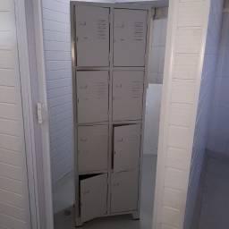 Armário em aço com 8 portas