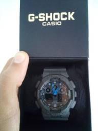 Relógio G-SHOCK GA-100 a prova d'água.