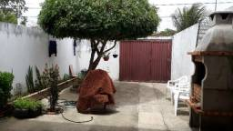 Alugo casa em paracuru (02 quartos e 02 banheiros)