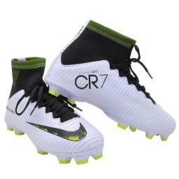5dc0728615 Chuteira Nike Botinha Campo Gramado CR7 Lançamento