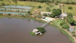Fazenda em Livramento há 44 km Cuiabá com piscina, muito pasto, represas e lago