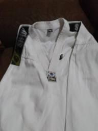 Vendo roupa de tae kwon do