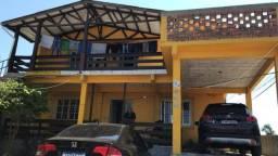 Casa de dois pisos na Lomba do Pinheiro