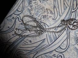 Cordão prata com pigente