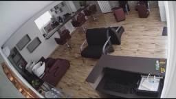 Aluga cadeira em salão muito bem amontado