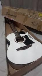Violão Folk elétrico na caixa