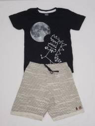 Conjunto de bermuda e blusa estampada para menino