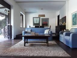Casa Duplex agradável, muito ampla, mais de 300m2 muito bem divididos em todos os cômodos,