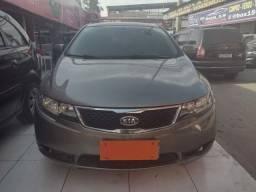 Vendo Kia Cerato SX3 1.6 (2013) Completo + GNV