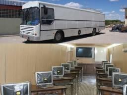 Ônibus transformado em sala de aula móvel