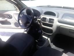 Carro Renault Clio Hi-Flex - 2004