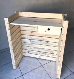 Balcão de atendimento com gaveta em madeira maçica