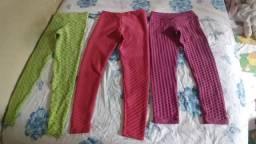 Calças de academia e blusa