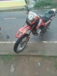 Vendo uma moto bros