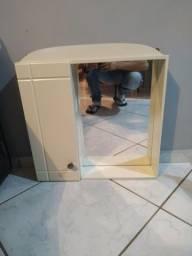 Armário de banheiro com espelho