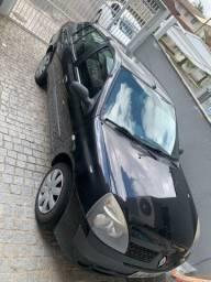 Vendo Clio Sedã EXP 1.0 16 válvulas completo