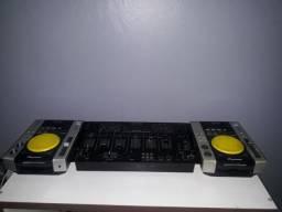 Par cdj 200, midi (FUNCIONA COM TRAKTOR E VIRTUAL DJ) e Gemini PMX 2501. Aceito cartão