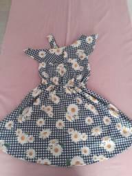 Vendo lindo vestido com estampa de margarida