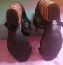 Sandália de couro 60,00$