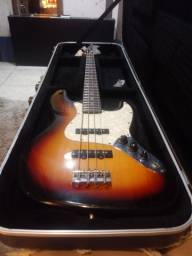 Baixo Eagle Jazz Bass com Case Gator