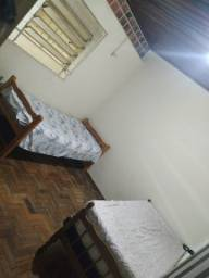 Alugo quarto simples para mulher