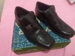 Vendo sapato social infantil numero 33 so foi uzado uma vez