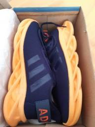 Tênis Adidas maverick azul com laranja