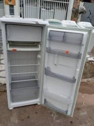 Geladeira Consul 1 porta funcionando perfeitamente e com garantia total de 3 meses
