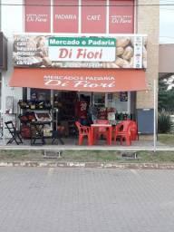 Mercado e padaria
