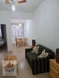 Apartamento 1 quarto com armários, sala, banheiro social e cozinha.