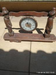 Antiguidade relógio madeira maciça